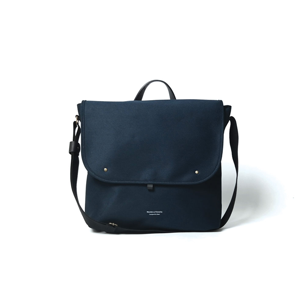 902 Crossbag in Navy by BAAN Brown​
