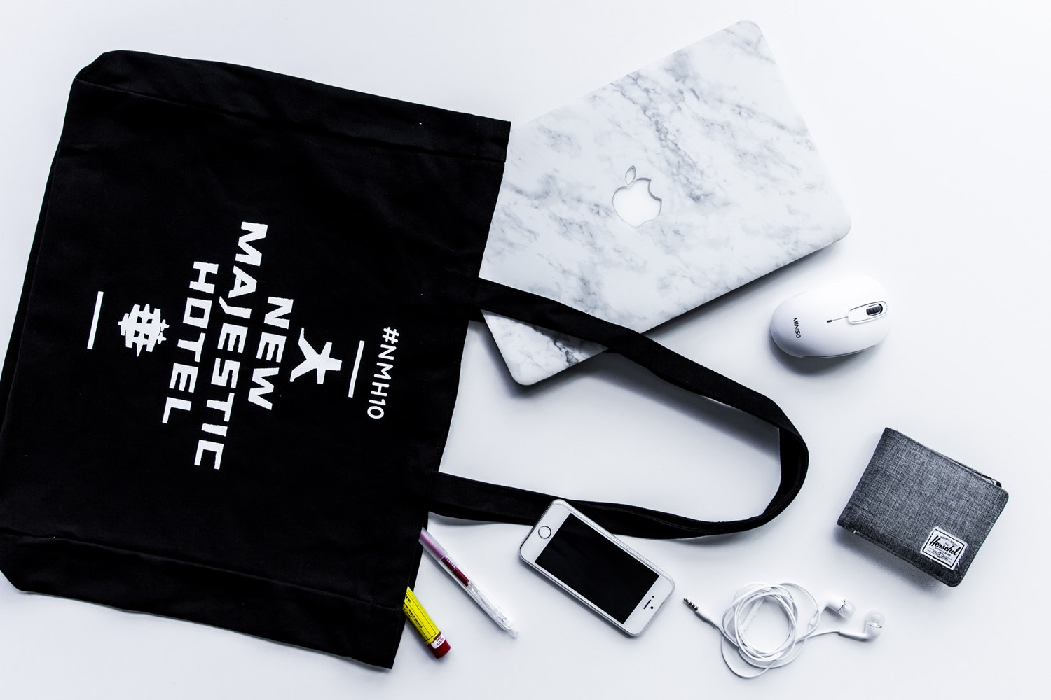 Keeping Your Daily Bag Organised – The Marie Kondo Style